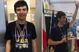 Riccardo, un ragazzo autistico di 16 anni di Guidonia, diventa campione italiano di nuoto pinnato